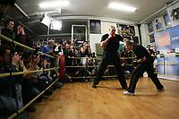 Nikolai Valuev (RUS) beim Pressetraining mit zahlreichen Fotogafen und Zuschauern. © Valeriano Di Domenico/EQ Images