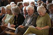 Laureaat De Gouden Ganzenveer 2015 voor Geert Mak. De prijs wordt - zo mogelijk jaarlijks - toegekend aan een persoon of instituut vanwege zijn of haar grote betekenis voor het geschreven en gedrukte woord in Nederland.<br /> <br /> Op de foto:  Geert Mak en partner Mietsie