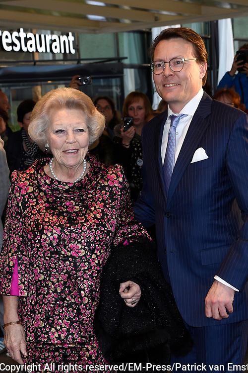 Koningsdagconcert in Theaters Tilburg / King's concert in Theaters Tilburg<br /> <br /> op de foto / On the photo: <br /> <br />  prins Constantijn en prinses Beatrix / Prince Constantijn and Princess Beatrix