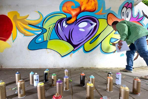 Nederland, Wijchen, 23-6-2018Graffitikunstenaars mogen een voetgangerstunneltje onder de rondweg gebruiken om schilderingen op aan te brengen .Foto: Flip Franssen
