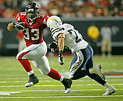 ATLANTA - AUGUST 29:  Running back Michael Turner #33 of the Atlanta Falcons turns the corner against safety Steve Gregory #28 of the San Diego Chargers during the game at the Georgia Dome on August 29, 2009 in Atlanta, Georgia.  (Photo by Mike Zarrilli/Getty Images)