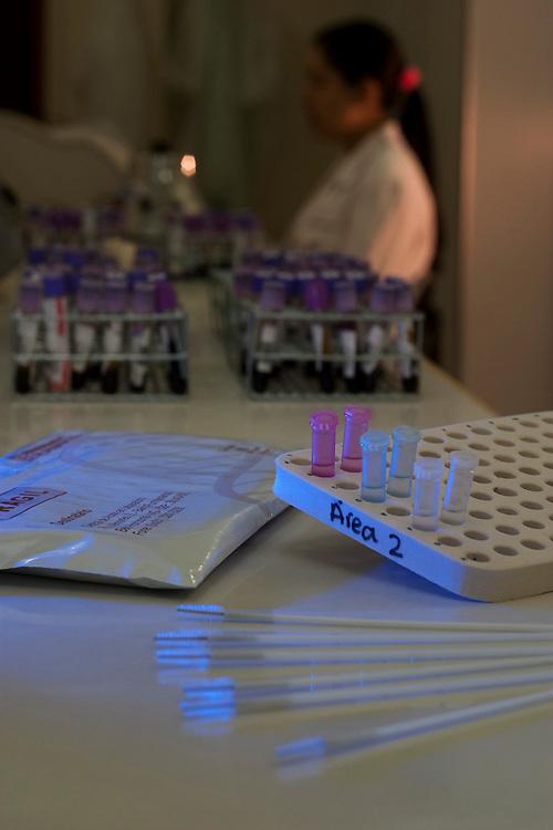 Belo Horizonte_MG, Brasil...Detalhe do equipamento da unidade de exames de DNA em um laboratorio...Detail of the equipament at the Laboratory of DNA tests in the laboratory...Foto: LEO DRUMOND / NITRO