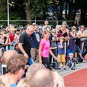 NLD/Utrecht/20160903 - Daphne Schippers geeft een clinic bij haar oude club, Daphne met beveiliger