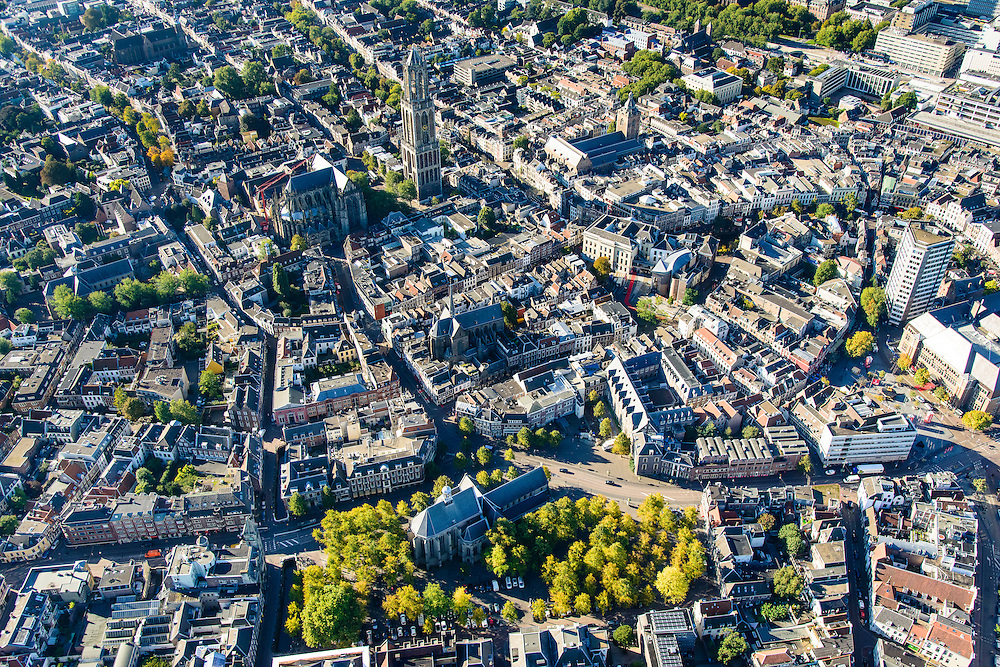 Nederland, Utrecht, Gemeente Utrecht, 30-09-2015; de Utrechtse binnenstad, Janskerkhof en Neude (rechts), Domtoren en Domkerk in de achtergrond.v<br /> Downtown Utrecht and city centre.<br /> luchtfoto (toeslag op standard tarieven);<br /> aerial photo (additional fee required);<br /> copyright foto/photo Siebe Swart