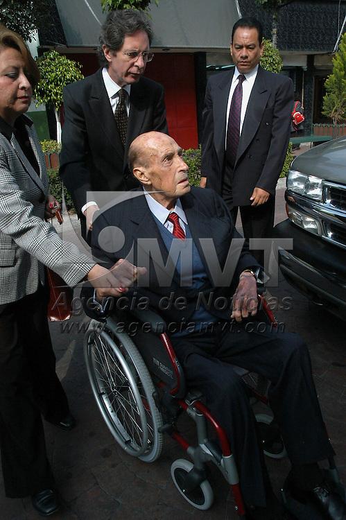 Toluca, Mex.- Jorge Jimenez Cantu, ex gobernador del estado de Mexico murio hoy a las 16:30 hrs., a los 91 años en un hospital de la ciudad de Mexico a causa de una insuficiencia cardiaca. (imagen tomada el 28 de octubre de 2005). Agencia MVT / Esteban Fabian. (DIGITAL)<br /> <br /> NO ARCHIVAR - NO ARCHIVE