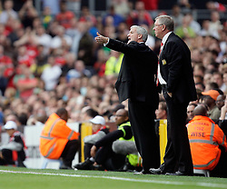 22.08.2010, Craven Cottage, London, ENG, PL, FC Fulham vs Manchester United, im Bild Action Manager of Fulham Mark Hughes amd Sir Alex Fergusson Manager of Manager United  in Fulham v Manchester United for the EPL . EXPA Pictures © 2010, PhotoCredit: EXPA/ IPS/ Marcello Pozzetti +++++ ATTENTION - OUT OF ENGLAND/UK +++++ / SPORTIDA PHOTO AGENCY