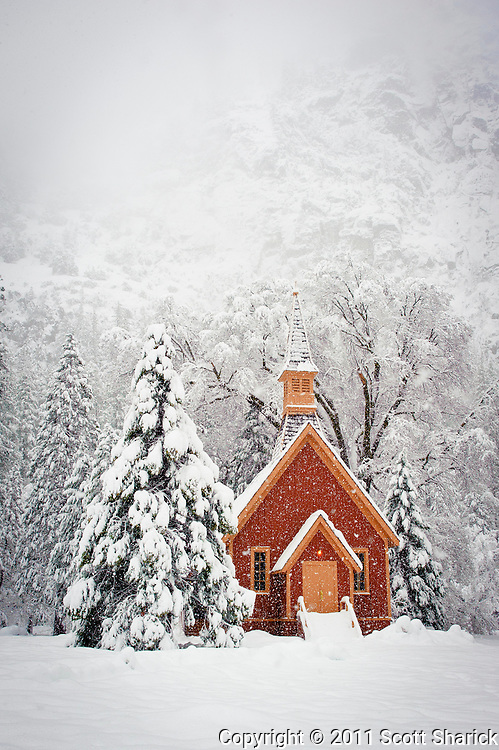 I have always liked photographing this chapel. Each time I go the conditions are different.
