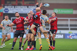 Joe Simpson of Gloucester Rugby and Josh Bassett of Wasps compete in the air - Mandatory by-line: Nick Browning/JMP - 28/11/2020 - RUGBY - Kingsholm - Gloucester, England - Gloucester Rugby v Wasps - Gallagher Premiership Rugby
