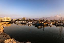 THEMENBILD - Schiffe im Hafen bei Sonnenaufgang an einem heissen Sommertag, aufgenommen am 17. August 2018 in Larnaka, Zypern // Ships in the harbor at sunrise on a hot summer Day, Larnaca, Cyprus on 2018/08/17. EXPA Pictures © 2018, PhotoCredit: EXPA/ JFK