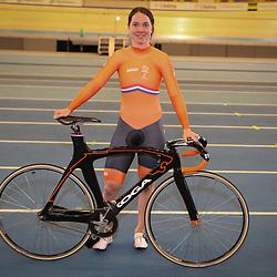 04-04-2017: Wielrennen: Persmoment KNWU: Apeldoorn<br /> APELDOORN (NED) baanwielrennen<br /> Laurine van Riessen heeft de blik op een medaille gericht