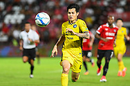 NONTHABURI, THAILAND - JULY 02: Suphanan of Pattaya United in action during the first half of the Thai League: SCG Muangthong United vs Pattaya United at SCG Stadium, Nonthaburi, Thailand on July 02, 2017.<br /> .<br /> .<br /> .<br /> (Photo by: Naratip Golf Srisupab/SEALs Sports Images)<br /> .<br /> Any image use must include a mandatory credit line adjacent to the content which should read: Naratip Golf Srisupab/SEALs Sports Images