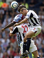 Fotball<br /> Premier League 2004/05<br /> West Bromwich v Aston Villa<br /> 22. august 2004<br /> Foto: Digitalsport<br /> NORWAY ONLY<br /> Carlton Cole of Villa is challenged by Ricardo Scimeca of West Brom.