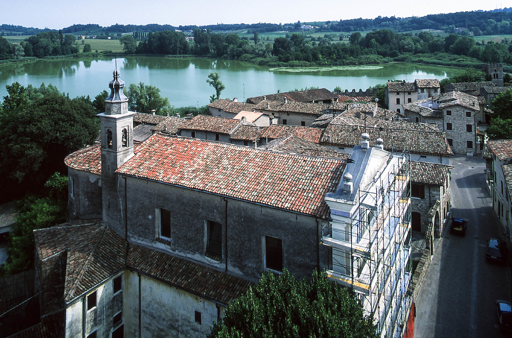 "Castellaro Lagusello (Mozambano, MN) - ""I Borghi più belli d'Italia"" :-: Castellaro Lagusello (Italy) - ""The most beautiful villages of Italy"""