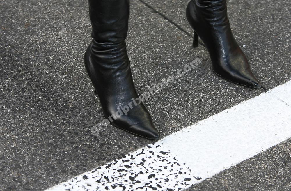 Pit babe / grid girl before the 2009 Singapore Grand Prix. Photo: Grand Prix Photo