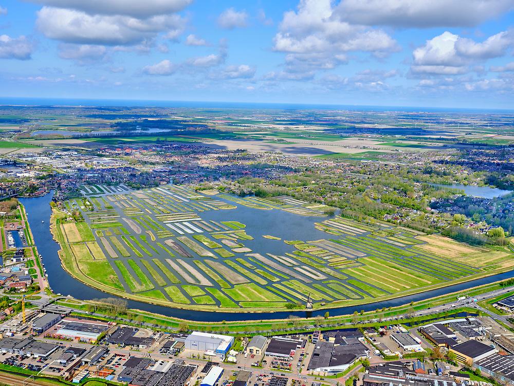 Nederland, Noord-Holland, Heerhugowaard, 07-05-2021; Broek op Langendijk Het Rijk der Duizend Eilanden ('duizend eilandenrijk' ) en bedrijventerrein Zandhorst (Broekhornpolder), <br /> <br /> luchtfoto (toeslag op standard tarieven);<br /> aerial photo (additional fee required)<br /> copyright © 2021 foto/photo Siebe Swart