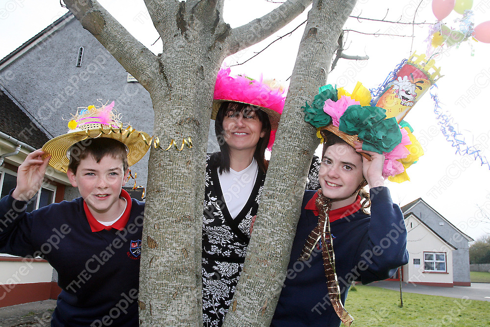 Teachers and students from Scoil na Maighdine Mhuire Newmarket-on-Fergus Conor Clancy, Anne McMahon - principal and Holly Cotgreave with their Easter Bonnets on Friday.<br /><br /><br /><br />Photograph by Yvonne Vaughan.