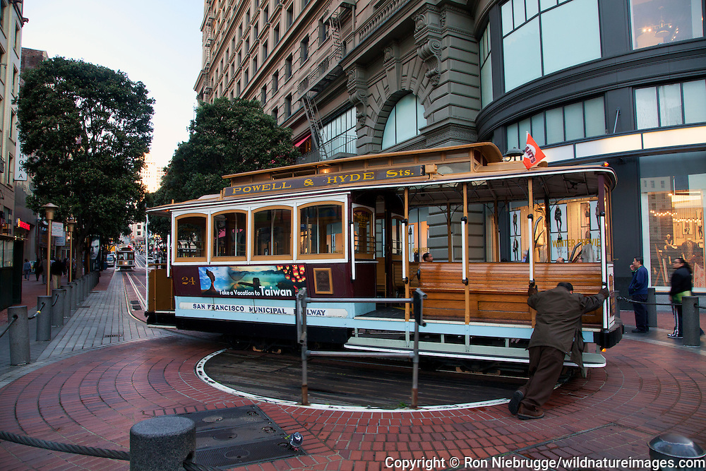 Powell & Hyde Sts cable car, San Francisco, CA