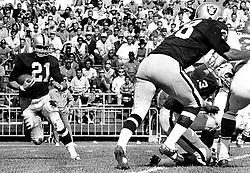 Oakland Raiders#21 Roger Bird (1967 photo/Ron Riesterer)