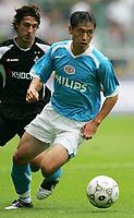 Fotball<br /> Bundesliga Tyskland<br /> Foto: imago/Digitalsport<br /> NORWAY ONLY<br /> <br /> 29.07.2005  <br /> <br /> Young Pyo Lee (Eindhoven, re.) gegen Thomas Broich (Gladbach)