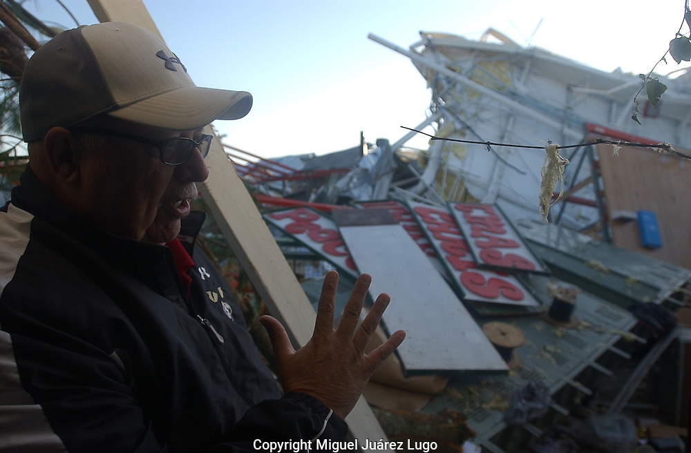 Rainsville, Alabama: Jimmy Owens, a manager of a plant that manufactures transformers, explains how the plant was demolished by tornados Wednesday. No one was killed at the plant. (PHOTO: MIGUEL JUAREZ LUGO)