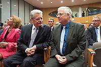 14 OCT 2014, BERLIN/GERMANY:<br /> Joachim Gauck (L), Bundespraesident, und Gregor Mayntz (R), Vorsitzender der Bundespressekonferenz, Abendveranstaltung anl. des 65. Jahrestages des Bestehens der Bundespressekonferenz<br /> IMAGE: 20141014-01-005<br /> KEYWORDS: Geburtstag, Jubiläum, Jubilaeum, BPK