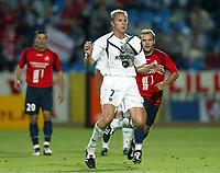 Fotball<br /> Frankrike 2004/05<br /> Lille v Bordeaux<br /> 21. august 2004<br /> Foto: Digitalsport<br /> NORWAY ONLY<br />  LILIAN LASLANDES (BOR) / MATHIEU DERNIS (LIL)