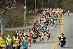 2013 Boston Marathon: elite runners lead at start of race as 23,000 others follow