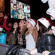 NLD/ENSCHEDE/20121224 - SERIOUS REQUEST DAG 7 EINDSTAND - publiek op het van heekplein