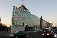 """15 JAN 2002, BERLIN/GERMANY:<br /> Bundesgeschaeftsstelle der CDU, Konrad-Adenauer-Haus, mit dem grossflaechig ueber die gesammte Gebaeudefassade angebrachten Frage """"Wie viele Arbeitslose noch, Herr Schroeder?""""<br /> IMAGE: 20020115-03-004<br /> KEYWORDS: Gebäude, Haus, Bundesgeschäftsstelle, Werbung, promotion, Plakat, bill"""