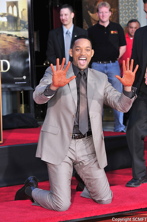 12/10/2007 Will Smith's hand/footprint ceremony at Grauman's Chinese Theater