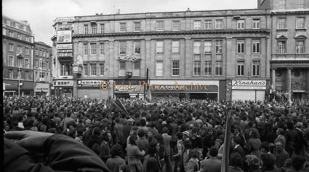 Sinn Fein (Provo) Dublin Parade.   K22..1976..25.04.1976..04.25.1976..25th April 1976..Sinn Fein held an Easter Rising Commemorative  parade..The parade started at St Stephens Green, Dublin and proceeded through the streets to the G.P.O.in O'Connell Street, the scene of the centre of the 1916 uprising..A view of the crowd attending the Sinn Fein parade in O'Connell Street,Dublin.
