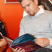 NLD/Amsterdam/20151110 - Boekpresentatie Sinterklaasboeken geschreven door Bn-ers, Johnny de Mol