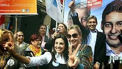 Sebastião Melo e sua esposa Valéria Leopoldino com a primeira-dama do município Regina Becker durante tributo ao aniversário da Lei Maria da Penha na esquina democrática. FOTO: Jefferson Bernardes/Preview.com