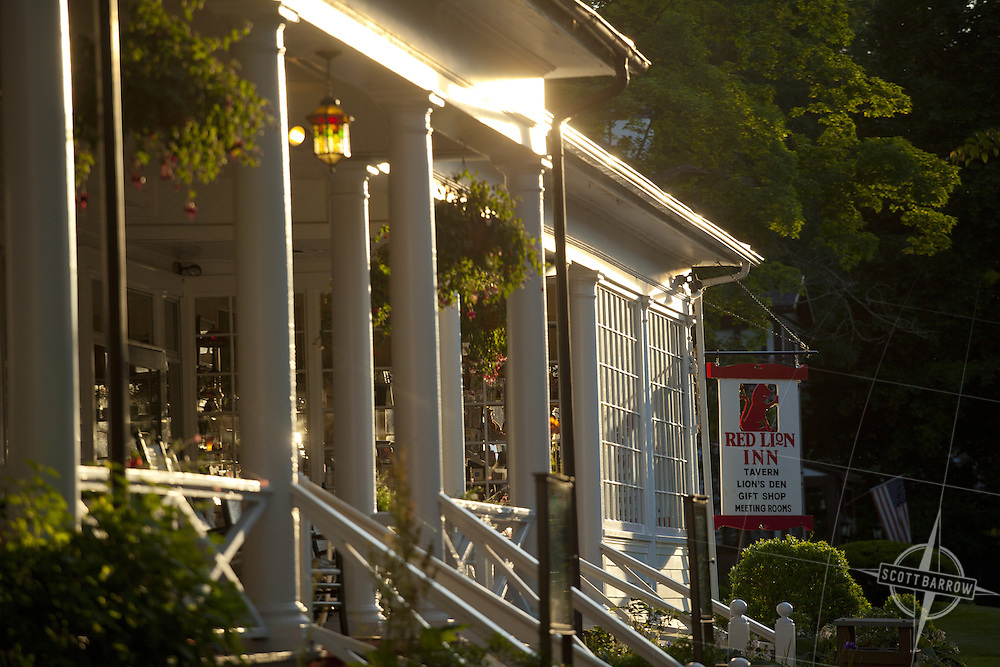 The Red Lion Inn of Stockbridge, Massachusetts in the summer.