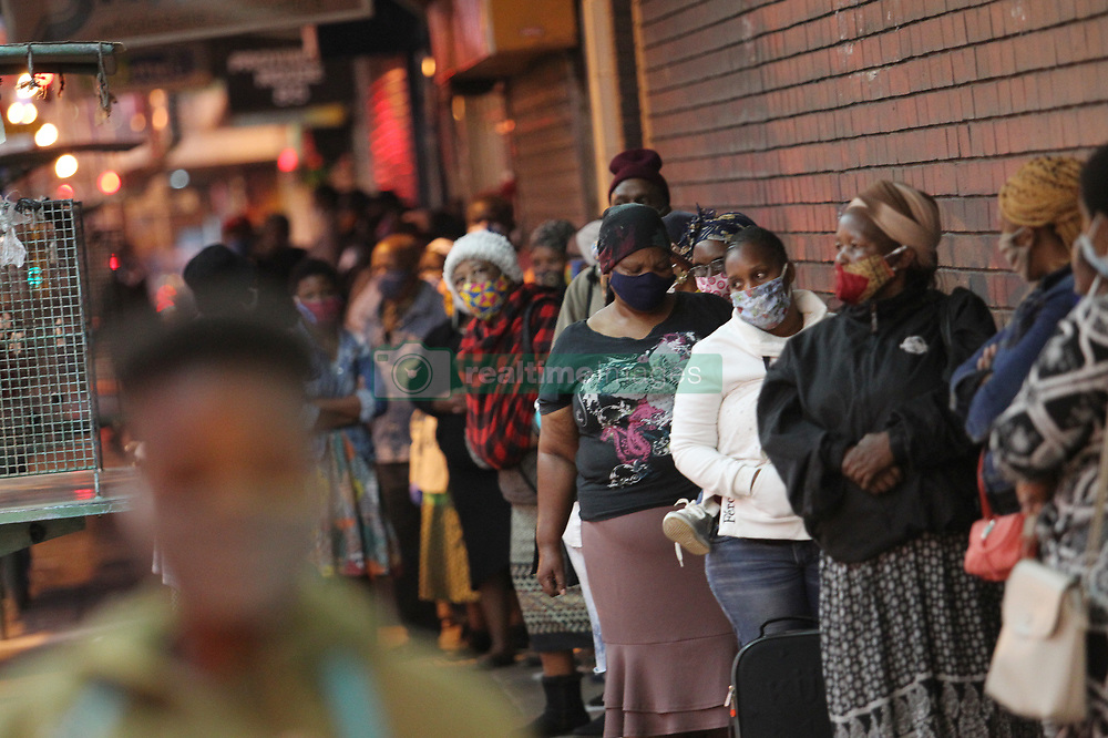 South Africa - Durban - 03 June 2020 - Grant beneficiaries in Durban wake up at the crack of dawn to try and be the first one's in the queues at the paying stations <br /> Picture: Doctor Ngcobo/African News Agency(ANA)