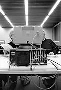 Nederland, Nijmegen, 10-11-1989Computercursus voor particulieren bij de Radboud Universiteit, destijds KUN, katholieke universiteit. Ook ouderen proberen de digitale wereld binnen te treden . Er wordt gewerkt met een MS DOS boekhoudprogramma op een Olivetti M24 computer . De muis bestond voor Dos, IBM, Microsoft computers nog niet . Internet en mobiele telefoon was er ook niet .Foto: Flip FranssenFoto: Flip Franssen