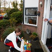 NLD/Zwolle/20201028 - Wietze de Jager bezorgt 1e Picnic bestellen