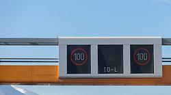 THEMENBILD - das Immissionsschutzgesetz-Luft (IG-L) mit Tempolimit 100 km/h gilt seit Ende 2014 auf auf der Inntalautobahn zwischen Kufstein und Zirl und zwischen Karrösten und Zams sowie auf der Brennerautobahn zwischen Innsbruck und Schönberg // the immission control law (IG-L) with speed limit 100 km / h applies since end of 2014 on the Inntalautobahn between Kufstein and Zirl and between Karrösten and Zams as well as on the Brennerautobahn between Innsbruck and Schönberg on 2018/03/22. EXPA Pictures © 2018, PhotoCredit: EXPA/Jakob Gruber