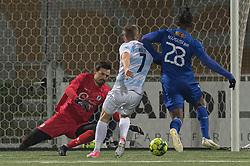 Kevin Stuhr Ellegaard (FC Helsingør) griber ind under kampen i 1. Division mellem HB Køge og FC Helsingør den 4. december 2020 på Capelli Sport Stadion i Køge (Foto: Claus Birch).