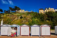 France, Manche (50), Granville, la promenade du Plat Gousset et les cabines de bains // France, Normandy, Manche department, Granville, the Plat Gousset promenade and bath cabin