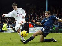 Photo: Chris Ratcliffe.<br />Southend United v Brentford. Coca Cola League 1. 14/01/2006.<br />Mark Bentley (R) for Southend clashes with Sam Tillen of Brentford.