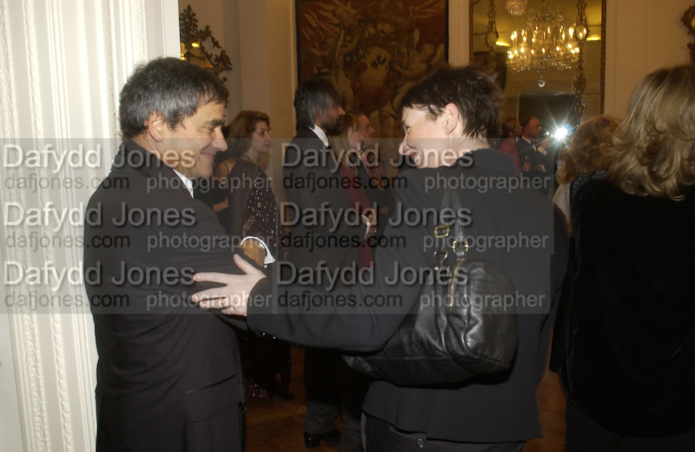 Harry Handlesman and Sadie Coles. Dinner at the Italian Embassy in which the winner of the MaxMara Art Prize for Women is announced. Grosvenor Sq. London . 2 February  2006. © Copyright Photograph by Dafydd Jones 66 Stockwell Park Rd. London SW9 0DA Tel 020 7733 0108 www.dafjones.com
