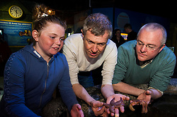 Pictured: Chloe MacDonald (10) met Willie Rennie and Peter Barrett<br /> <br /> Scottish Liberal Democrat leader Willie Rennie focused on the environment on the Holyrood campaign trail as he visited Deep Sea World with Mid-Scotland and Fife candidate Peter Barrett<br /> <br /> Ger Harley   EEm 26 March 2016