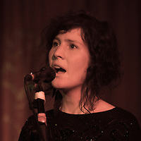 Chloe Leavers performing live at Matt and Phreds, Manchester, 2012-09-26