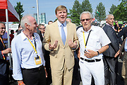 Koning Willem Alexander aanwezig bij Tour de France / King Willem Alexander attends Tour de France<br /> <br /> Op de foto / On the photo:  Koning Willem Alexander met wielrenners en tourwinnaars Joop Zoetemelk en Jan Janssen<br /> <br /> <br /> King Willem Alexander with cyclists and tour winner Jan Janssen and Joop Zoetemelk