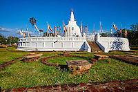 Sri Lanka, province du Centre-Nord, site d'Anuradhapura classé Patrimoine Mondial de l'UNESCO, capitale du Sri Lanka au IIIe siècle avant JC, Dagoba de Thuparama //  Sri Lanka, North Central Province, Anuradhapura, historic capital of Sri Lanka, UNESCO World Heritage Site, Thuparama dagoba