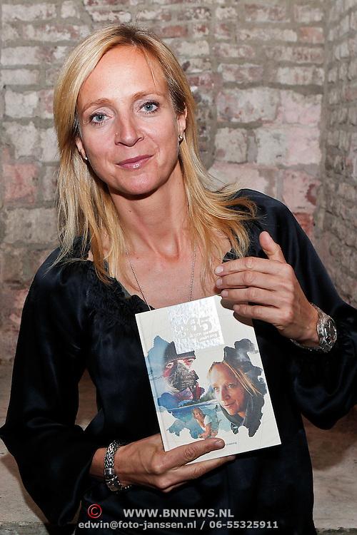 NLD/Amsterdam/20101028 - Presentatie nieuw boek van reisjournaliste Floortje Dessing