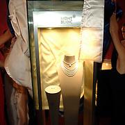 NLD/Amsterdam/20070615 - Opening juwelen in het Amstel hotel 2007, presentatie de parure Eclat vd haute joaillerie collectie van Montblanc ter waarde van 2.7 miljoen