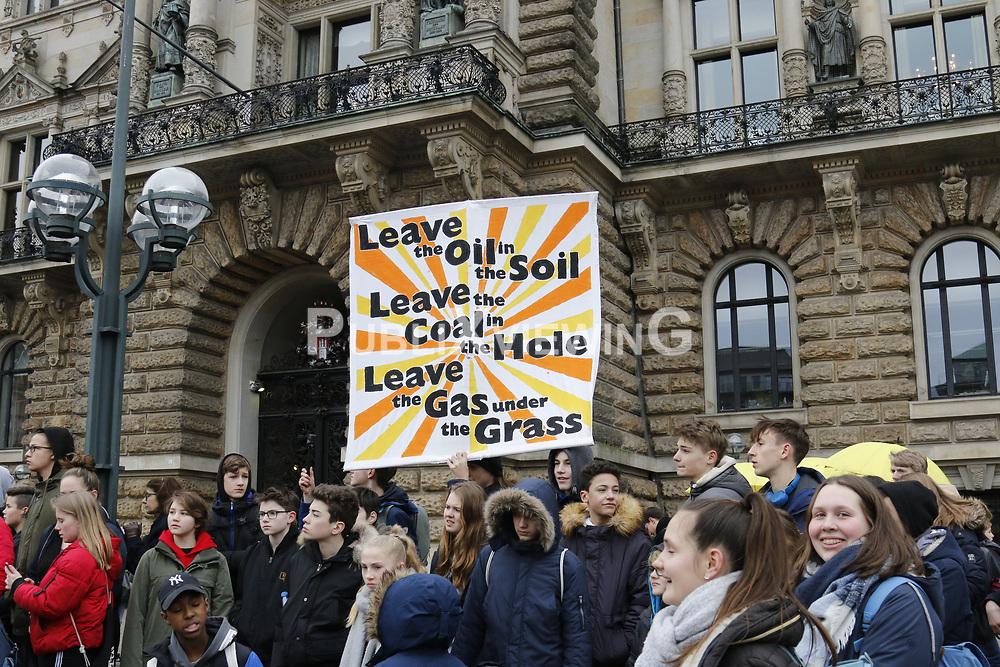 Die schwedische Schülerin und Klimaaktivistin Greta Thunberg besucht die Demonstration der Fridays for Future-Bewegung in Hamburg.<br /> <br /> Ort: Hamburg<br /> Copyright: Karin Behr<br /> Quelle: PubliXviewinG