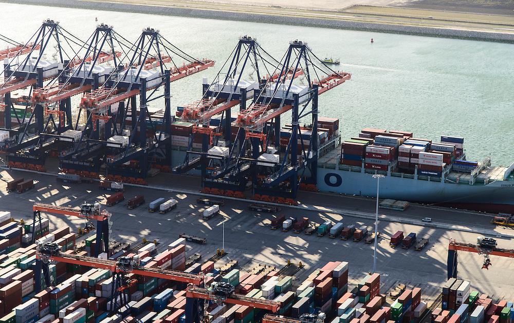 Nederland, Zuid-Holland, Rotterdam, 23-10-2013; Maasvlakte met Euromax Terminal Rotterdam aan de Yangtzehaven. De terminal van European Container Terminals (ECT) is een automatische terminal  Automatisch Gestuurde Voertuigen (AGV's) .<br /> Maasvlakte with Euromax Terminal Rotterdam and Yangtzehaven. The terminal of European Container Terminals (ECT) is an automatic terminal with Automated Guided Vehicles (AGVs).<br /> luchtfoto (toeslag op standard tarieven);<br /> aerial photo (additional fee required);<br /> copyright foto/photo Siebe Swart